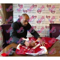 Арсенал Футболки Henry, Bergkamp и Pires с автографами (багет)