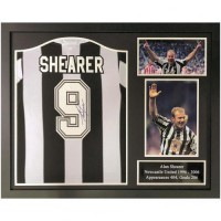 Ньюкасл Футболка Shearer с автографом (багет)